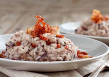 Tomaten-Risotto auf Teller