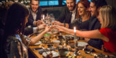 Personengruppe beim Essen