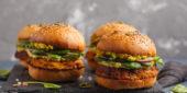 Vegane Burger angerichtet