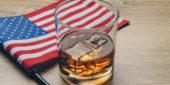 Whiskey und Amerikanische Flagge